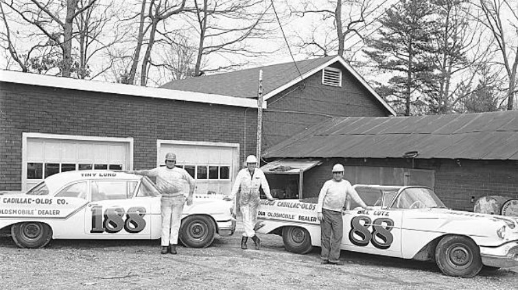 Remembering Bill Lutz today 4/30/1929 - 11/30/2010 #RIP Bill Lutz, of Lousville, KY, ran 4 @NASCAR Convertible Series races in the #88 Petty Enterprises Olds in 1957. He also drove the #43 Petty Grand National (Cup) car at Daytona in 1957 & finished 6th.