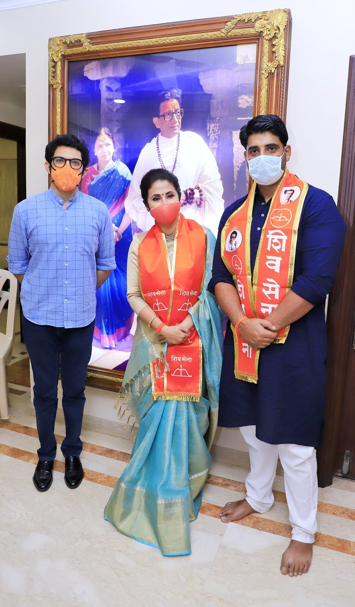Welcomed @UrmilaMatondkar ji into the @ShivSena family today, look forward to working together and serve our nation https://t.co/uGfOzYPcJx
