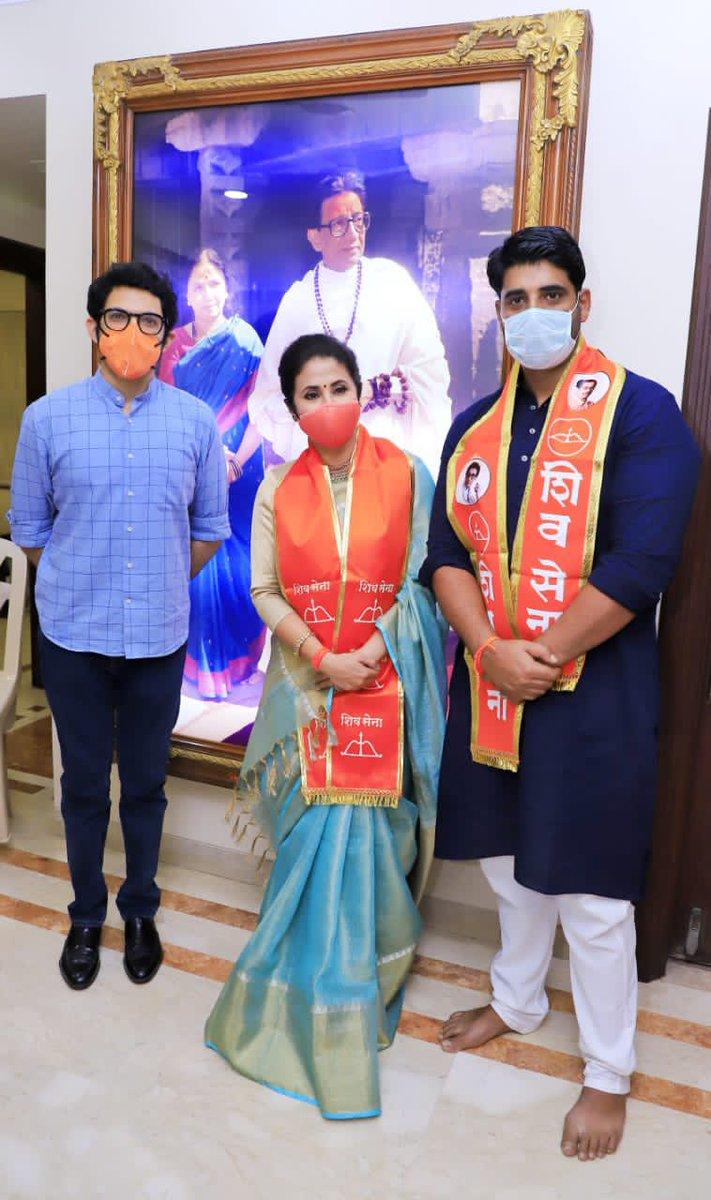 पक्षप्रवेशानंतर @UrmilaMatondkar जी यांची भेट घेऊन त्यांचे शिवसेना परिवारात स्वागत केले. तसेच महाराष्ट्राची सेवा करण्यासाठी आणि पुढील वाटचालीसाठी त्यांना शुभेच्छा दिल्या. https://t.co/NiP7tkg3eK