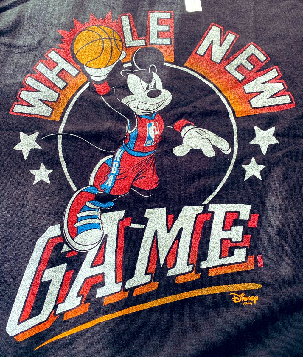 ミッキーさんの歯並び良過ぎ。#nba #wholenewgame #mickeymouse https://t.co/YxzmrUoM7h