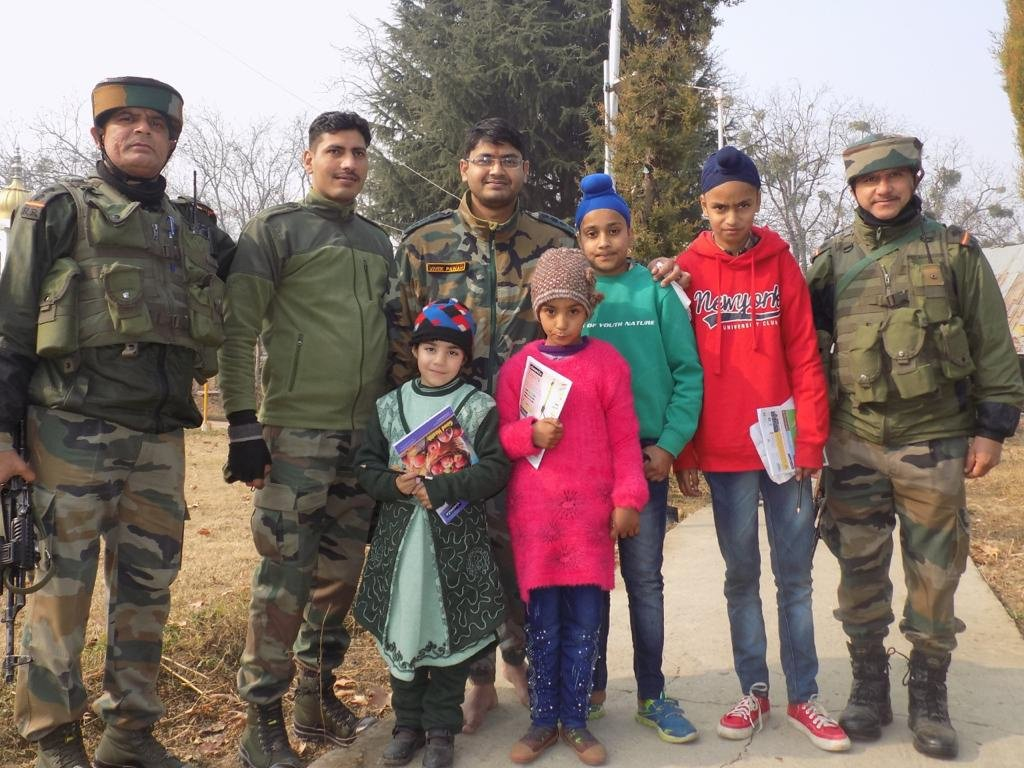 #IndianArmy at Dharamsal #Gurudwara on the auspicious occasion of #GuruNanakJayanti