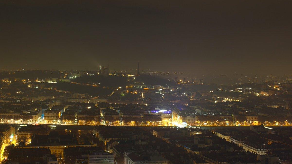 06:00 au sommet de la Tour Part Dieu (Lyon 3è) ✏ 🌡 Il fait 1.3°C (Lyon 7è). 📷 Webcam Hotel Radison Blu. #Lyon #Rhône #France https://t.co/zBigrIZ2Nm