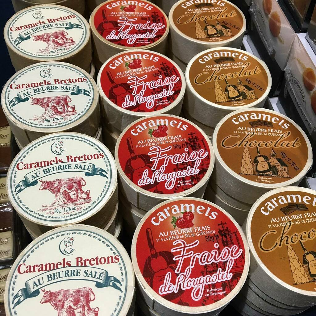 La Maison d'Armorine Caramels! 🇫🇷 #holiday2020 #holidaygifts #epicurusgourmet #lamaisondarmorine #quiberon #brittany #france #caramelsbretons #caramelsbretonsaubeurresalė #bretagne #fabriquéenbretagne #fraisedeplougastel #chocolat #delicious #instock #ex… https://t.co/BmP04kaoJI https://t.co/WrAuv2HAoO
