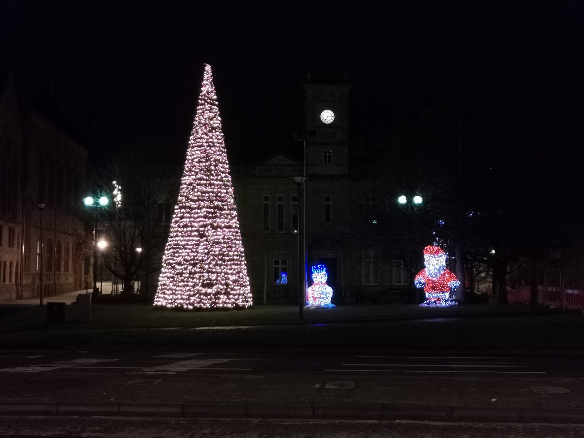 Great to see the city looking so festive! #Derry #festivevibes