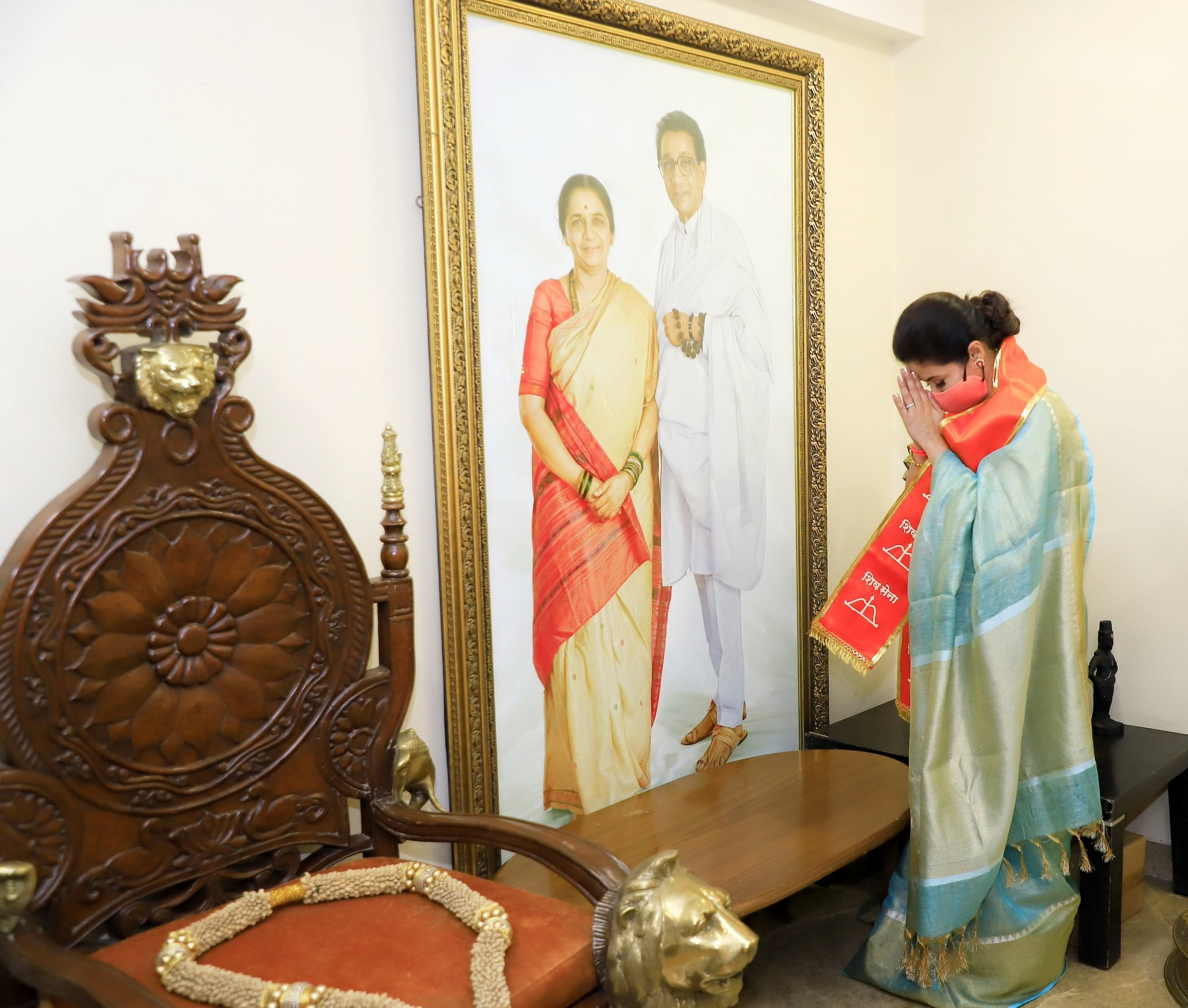 After Lok Sabha elections 2019 defeat, Urmila Matondkar, who resigned from Congress, joined Shiv Sena in the presence of Uddhav Thackeray.