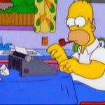 Image for the Tweet beginning: Homero predijo critico gastronómico de