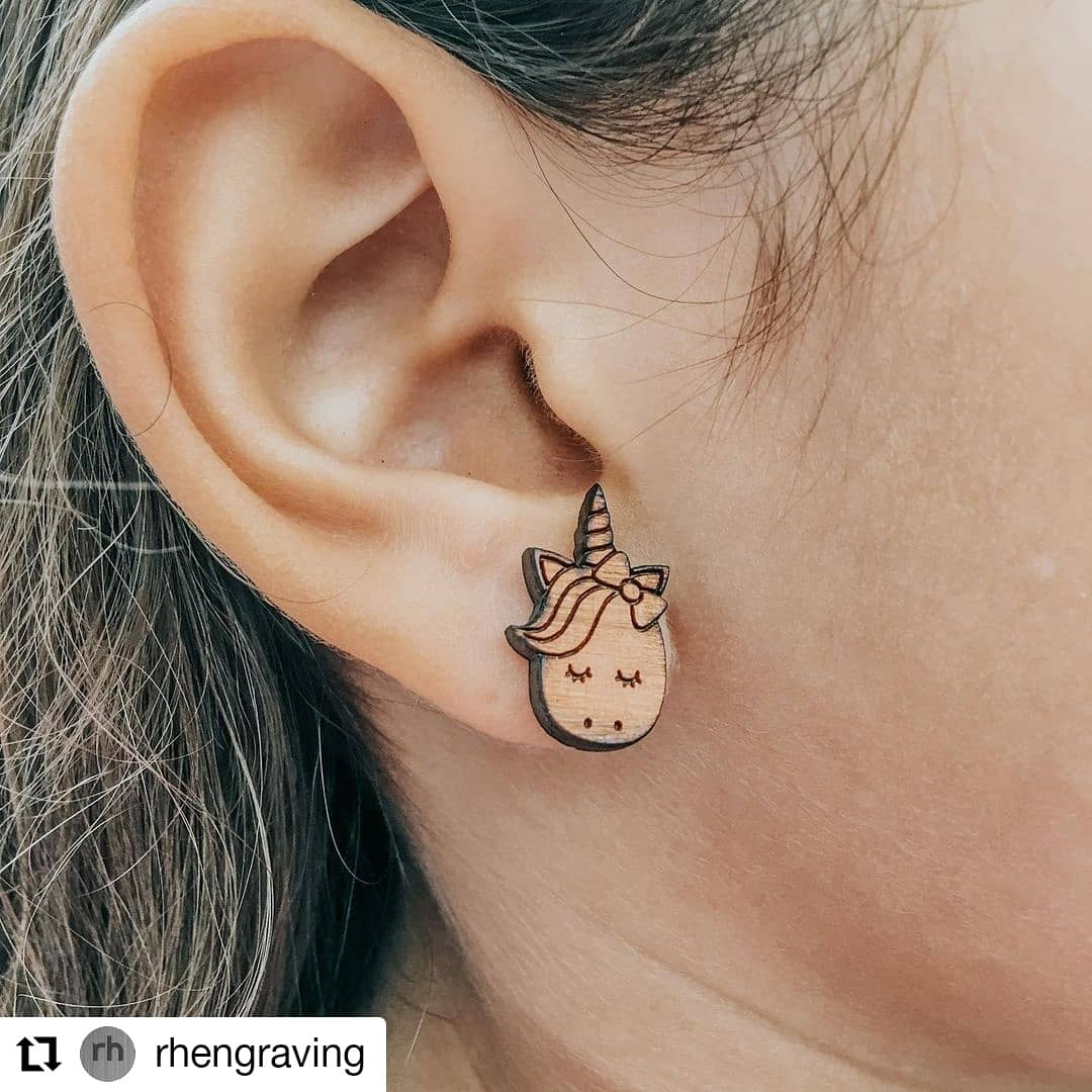 #madeinCanada 🇨🇦 thanks for sharing @rhengraving ! Some beautifully laser cut wooden earrings! 👏👏👏 . . . #laser #laserengraved #laserengraving #lasercut #rayjet #trotec  #jewellery #jewelry #earrings #lasercutter #laserengraver #design #art #woodjewellery #woodjewelry https://t.co/V83nkwK9iY
