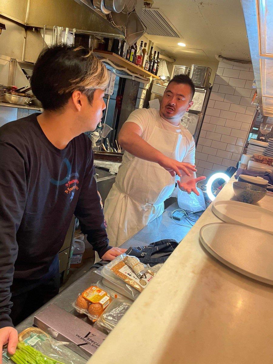 本日12月1日20時から、Dragon Ash桜井誠さん @dragonash_saku とオンライン料理&トークイベントやります鳥羽「これぞプロの技!」サクさん「30分で、一汁三菜的な家庭の食卓」19:30まで下記URLより予約受付けてますよろしくお願い申し上げます。