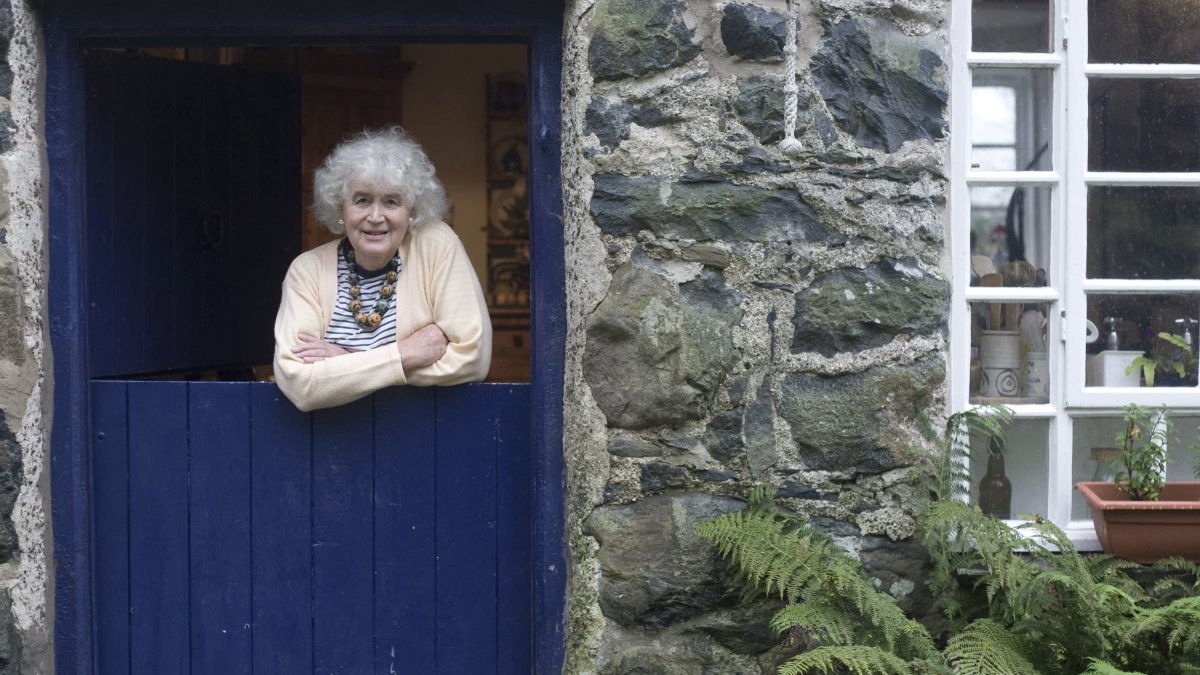 #JanMorris, who died last week, was a great writer and a pioneering trans woman whose ground-breaking memoir 'Conundrum' unleashed a cultural shockwave when it was published.  Katherine O'Donnell https://t.co/TG7Sv7iRXA https://t.co/bDapd1g8K6
