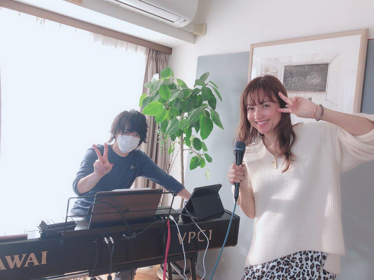 今日は、キーボード響くん @kyo0108kubota と12/13クリスマスアコースティックライブのリハーサルをしていましたぁ。急遽オンラインライブになりましたが、ぜひぜひ遊びにいらしてくださいね💗アーカイブで後日ご覧頂くことも可能です💗ご予約、詳細はこちら→