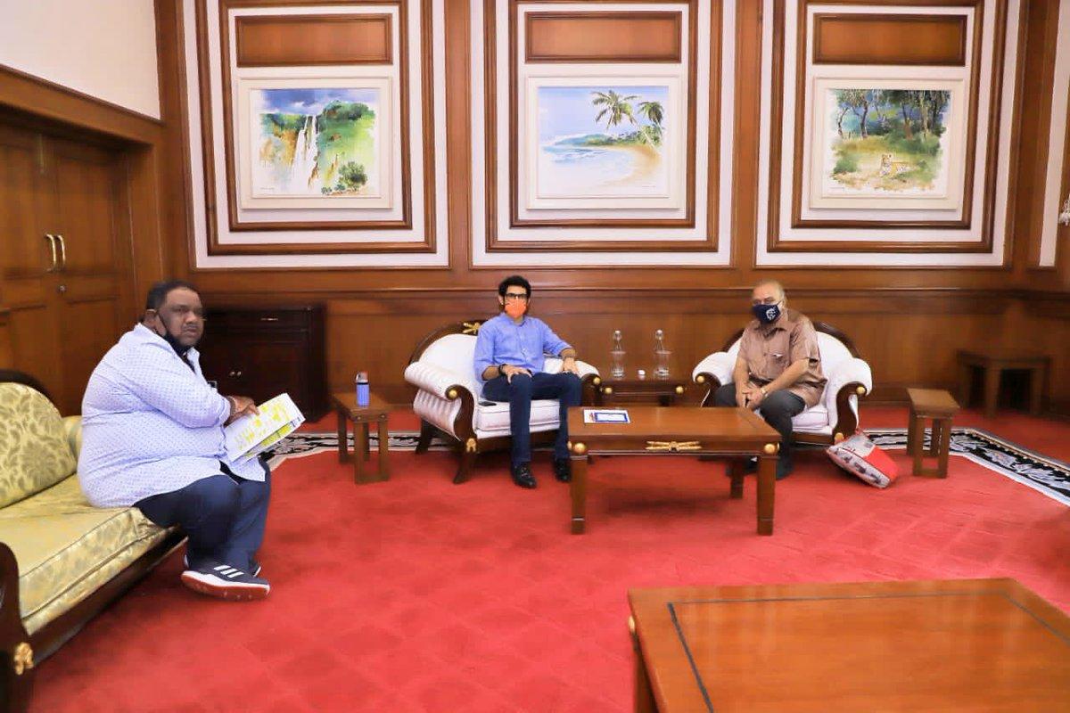 आज @OfficialMDFA चे सुधाकर राणे जी व उदयन बॅनर्जी जी यांच्यासोबत झालेल्या बैठकीत संघटनेच्या कामकाजाबद्दल व फुटबॉल संदर्भातील विविध विषयांवर चर्चा केली.  This afternoon, I met with Sudhakar Rane ji & Udhyan Banerjee ji from MDFA to discuss various plans for Football in Mumbai. https://t.co/MDxiPbOsBx