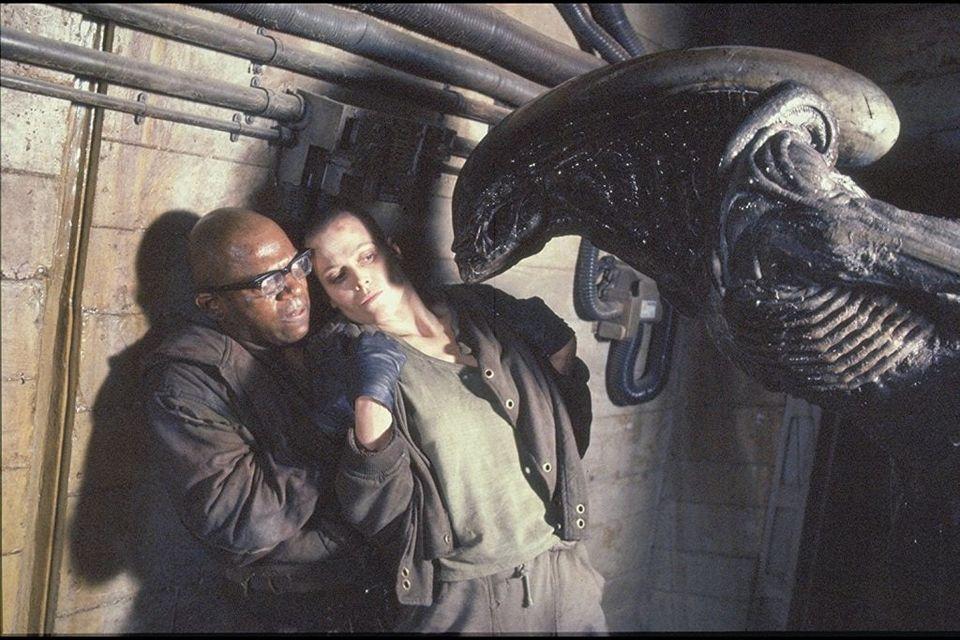 Alien³ (1992). David Fincher  Cinematography: Alex Thomson  Photo by: Bob Penn https://t.co/jT92Fg27Aq
