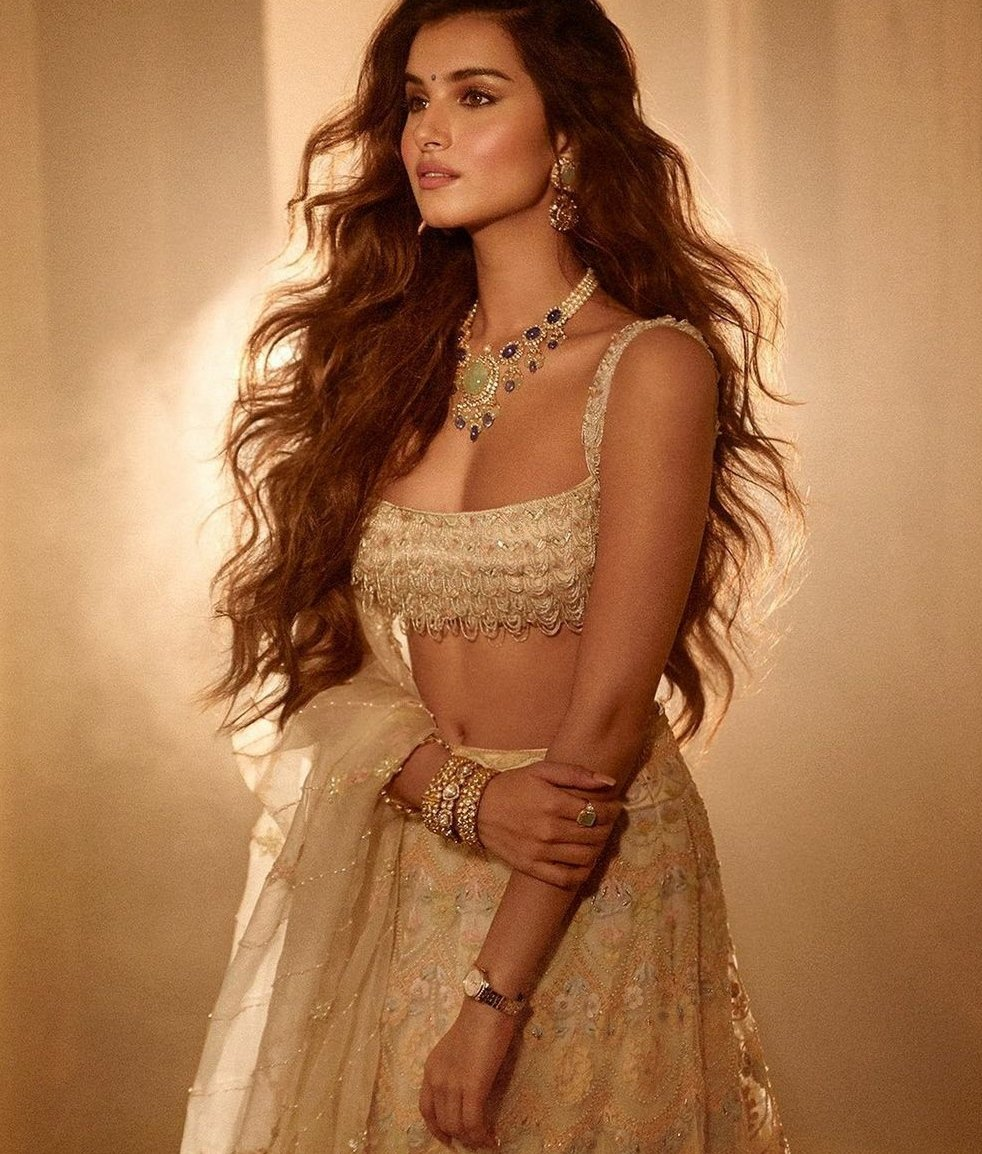 @TaraSutaria Nailing it with gorgeous Ethnic Looks . #tarasutaria #tuesday #tuesdayvibes #smile #romance #wedding #tigershroff #aadarjain #ranbirkapoor #aliabhatt #ananyapanday #KaranJohar #sidharthmalhotra #dharma #love #dance #trending #instagood #instagram #ibollywoodbook #USA