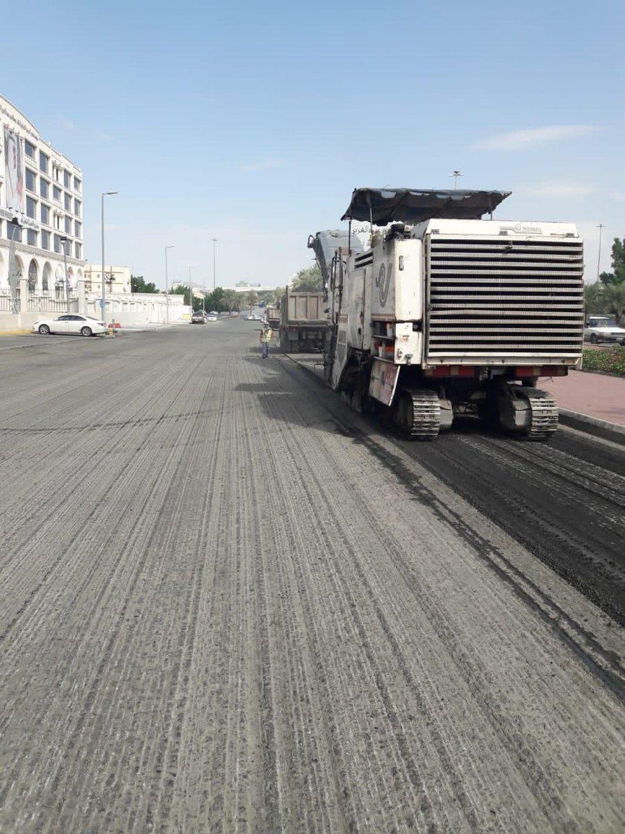 #مكه_الان | وكالة التشييد والصيانة بأمانة #العاصمة_المقدسة تواصل صيانة الطرق بـ #مكة
