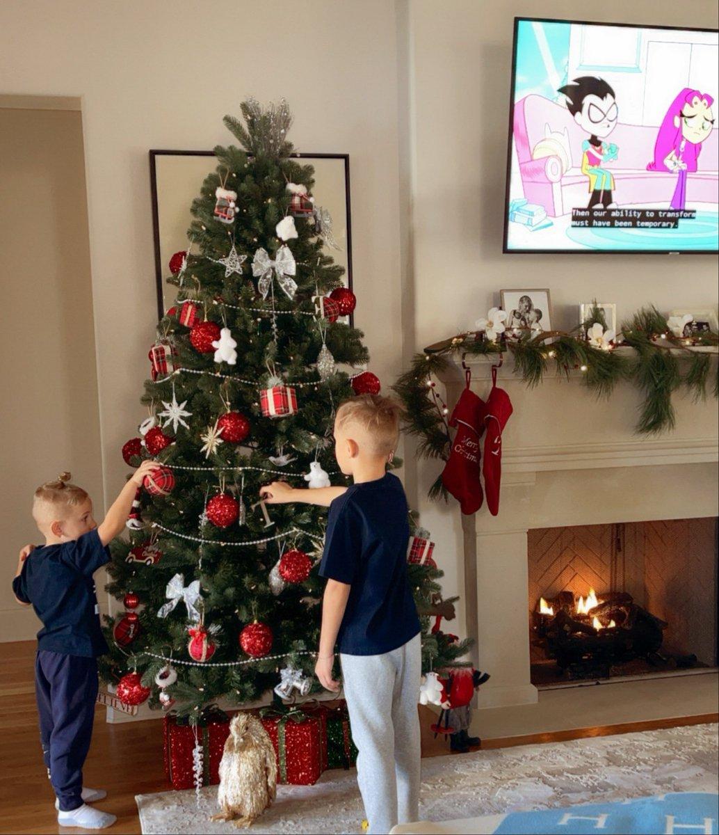 Let's start the countdown 🎁🎄  #ThisIsJonas #ChristmasMood #FamilyTime https://t.co/Ec0T0W57t3