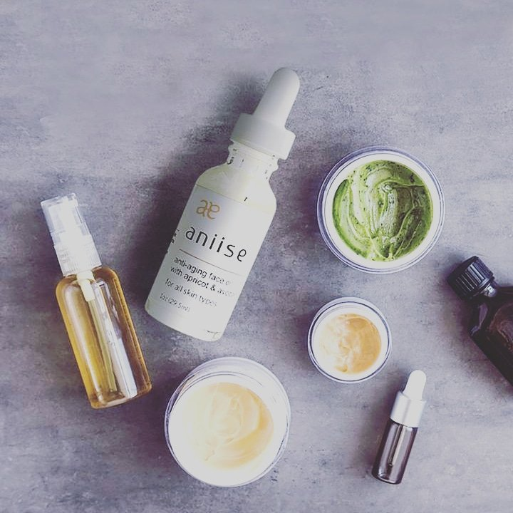 The Aniise Anti-Aging Face Oil contains an exotic blend of natural oils that is lightweight, absorbs quickly and thoroughly to moisturize and soften the skin.    #facialcare #facialtreatment #faceoils #face #tuesdaymotivations #tuesdayvibe #skincare #beauty #BlackFriday2020