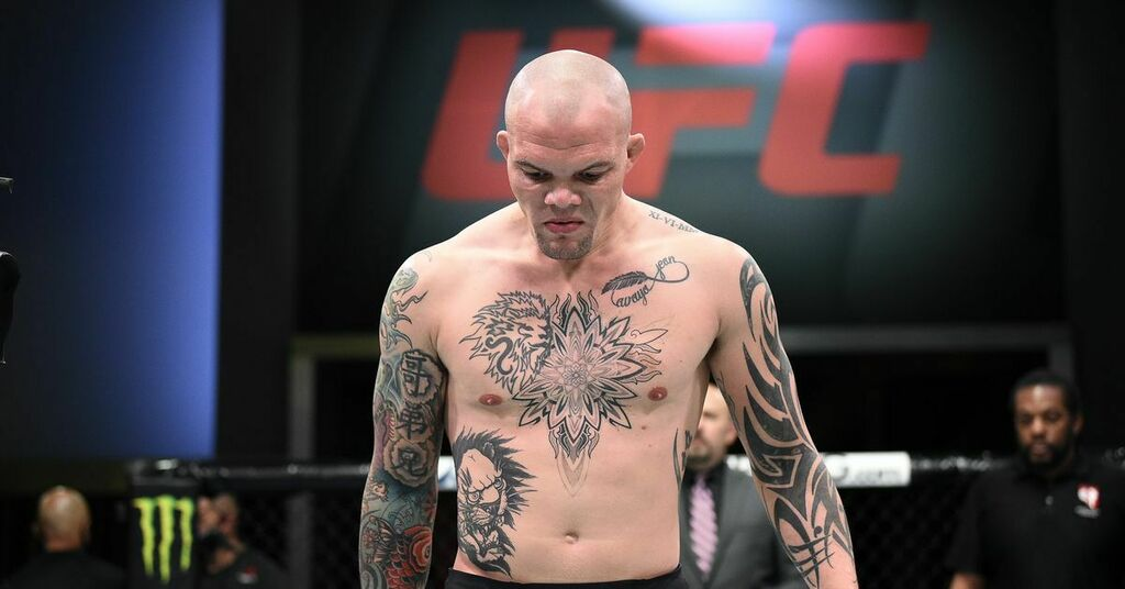 Anthony Smith reflects on 'really tough year' and silencing the 'whispers' about his future with much-needed win   #UFCvegas14 #UFC255 #UFCFightnight #MMA #UFC