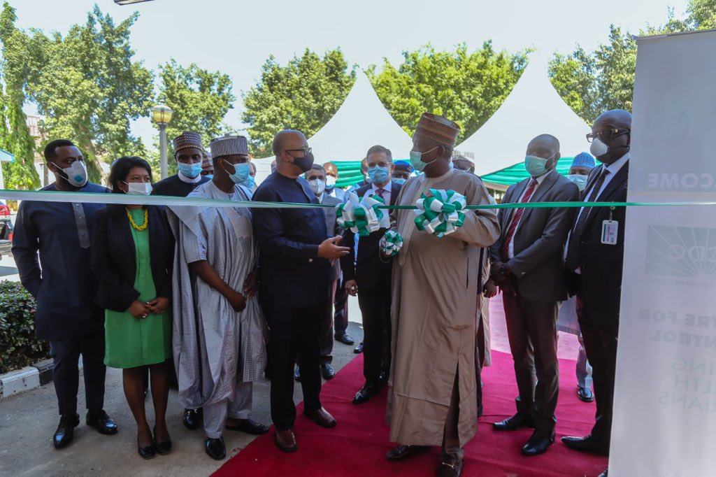 #TodayInNCDC The Honourable Minister, @federal_power- @EngrSMamman, commissioned a Solar Hybrid System at the National Reference Laboratory in Gaduwa, through the @nesp_nigeria project implemented by @giz_gmbh and co-funded by @EUinNigeria and @GERinNigeria #StrongerTogether