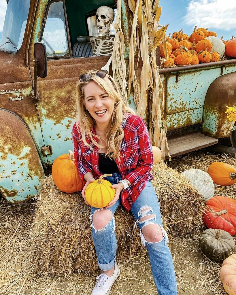 Oh fall, I'm gourding to miss you.  . . . . . #fall #pumpkin #fallvibes #fallcolors #autumnlove #loveautumn #liveinlevis #denim #weekendvibes #myunicornlife #beautifuldestinations #nationalcocographic #sheisnotlost #culturetrip #photosinbetween #keepexpl… https://t.co/wMRGpK0jZU https://t.co/ntuJC9ZFVC