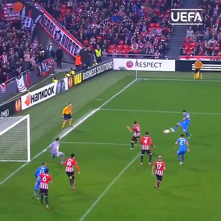 ⏪ Rewind to this cool volley... 😎  🇮🇹 Happy birthday, Matteo Darmian 🎂  #HBD   #UEL https://t.co/M4xo2qbfE5