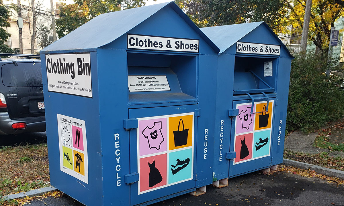 Reminder: @BostonPWD is working in partnership with @helpsy, a northeast-based textile recycling company, to provide dropboxes for residents to dispose of their clothing and textiles at municipal parking lots across Boston. For more info, visit: https://t.co/lraiEMuJy5 https://t.co/arBmyMRfMS