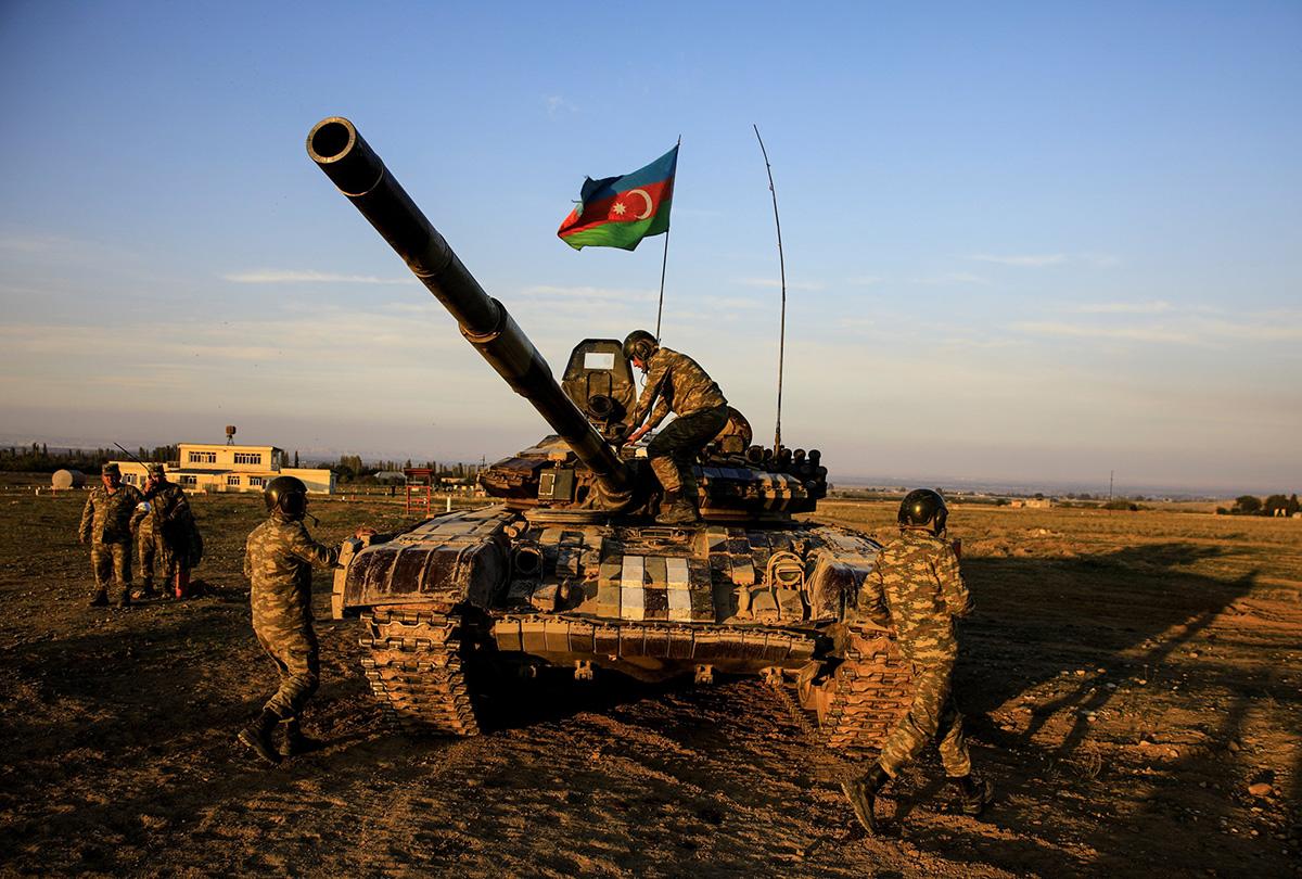 #أذربيجان تفرض سيطرتها على ممر رئيسي بين #أرمينيا و #كاراباخ    #البيان_القارئ_دائما