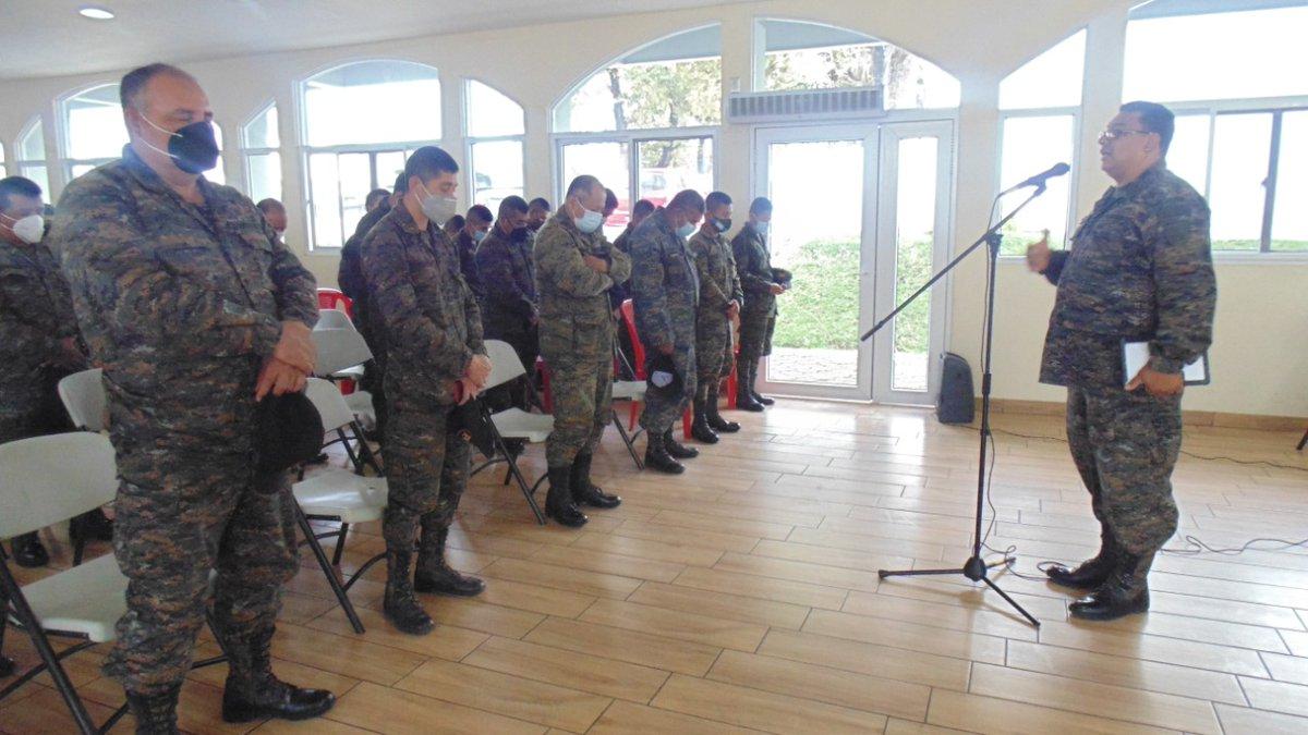 Se llevo a cabo platicas de Fortalecimiento Espiritual al Personal de este Comando Militar Especial, por parte del Servicio de Capellanía del Ejército de Guatemala https://t.co/TRqI6QaSVR