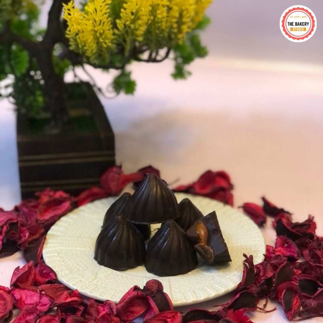 SALTED CARAMEL FILLED CHOCOLATES 😋😋 #D_bakerystudio #saltedcaramel #homemade #pure #behappy #happiness #gift #diwaligifts #happydiwali #like #catsofinstagram #amazing #chocolate #salted #top #taste #yummy #delicious #sweet #loveyourself #eat #goodvibes #travel #best #baking