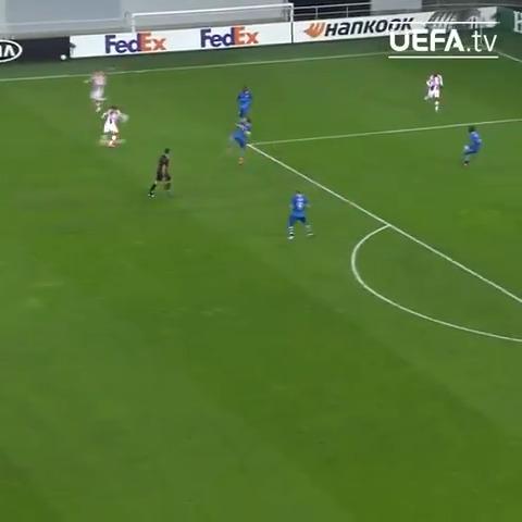 🔴⚪️ Njegoš Petrović's hit = goal of the season so far?  #UEL   @crvenazvezdafk https://t.co/lfGcgSDv8w