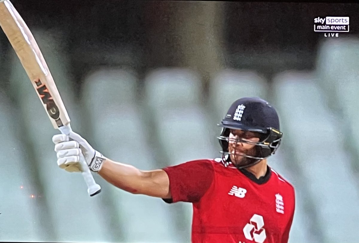 Stunningly brutal innings from @dmalan29 - 99* off 47 balls to chase down South Africa with sumptuous ease, brilliantly supported by @josbuttler.  Just a shame their run counting wasn't as good as their batting.. #SAvENG #T20