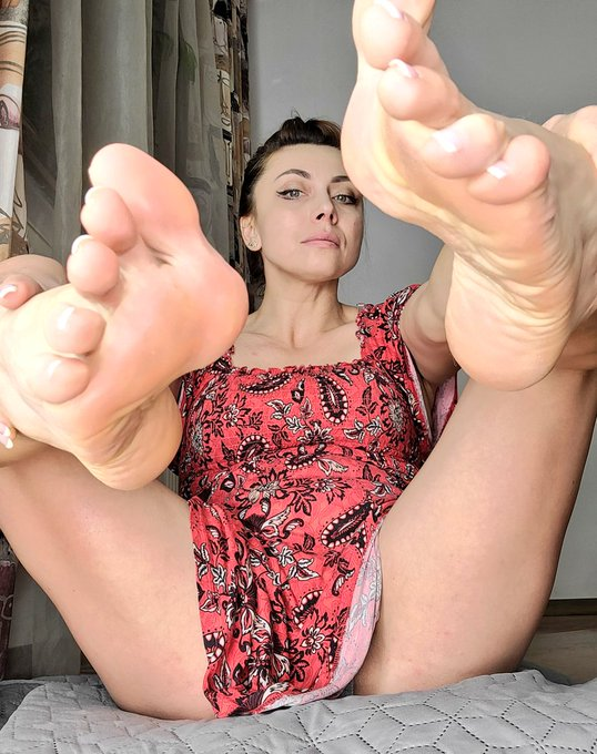 I just see you staring me, but I wanna feel your tongue on my soles  https://t.co/3ESc9KZOcR https://t