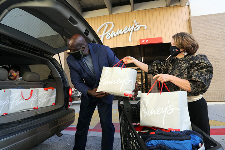 🌟@jcpenney is super-sizing their Giving Tuesday this year! 🎁 Check out how we partnered today to deliver gifts, gift cards and grants to deserving non-profit organizations, students and families 👉