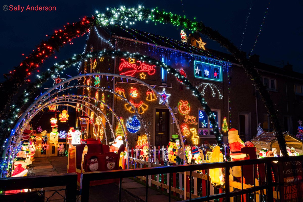 #Christmas2020 #decorations in #Prestonpans at the #Woodsfamily home #fundraising for #ChildreninNeed with @Forth1CFK. #Christmas #EastLothian #christmaslights #christmasdecorations #MerryChristmas