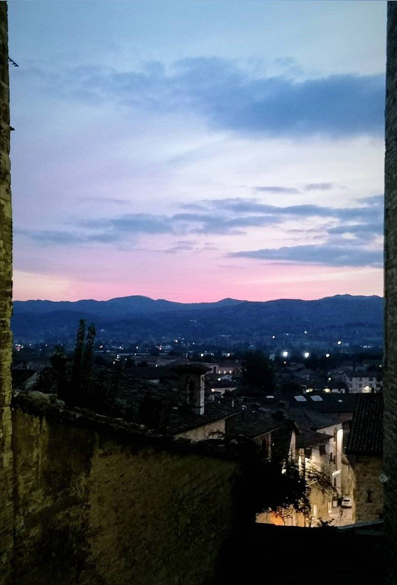 """Non si può guardare un tramonto senza sognare"" . . #travelitaly #traveleurope #photoshoot #vibe #walkingarounditaly #architecture #arte #discover #wednesdayvibe #love #tramonto #sunset #sunsetlover #likeforlikes #friends #Dreams #Pink #DicembreDAmare #lovely #photographer #photo https://t.co/nQNAhNc6QD"