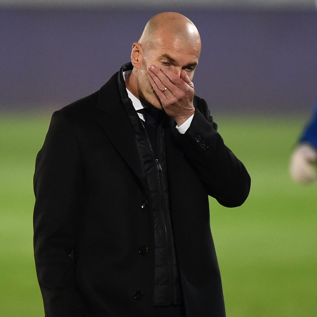 Florentino Perez mempertimbangkan pemecatan Zinedine Zidane jika dia tidak berhasil menang melawan Borussia Monchengladbach dan tersingkir dari #UCL.  📝 @partidazocope