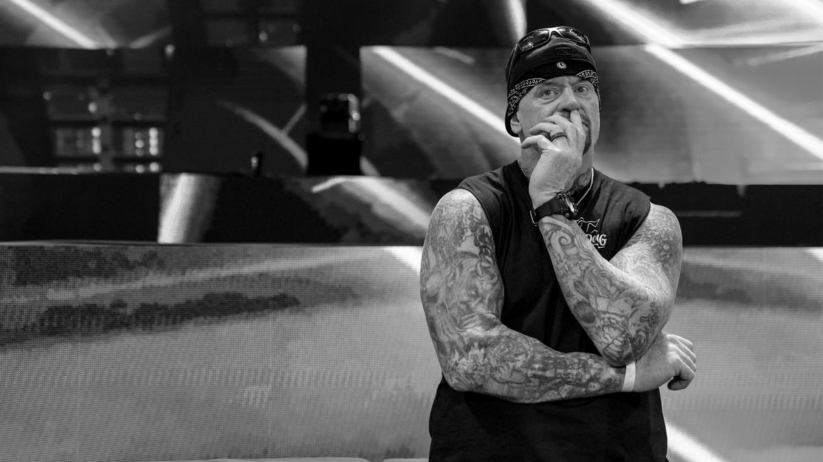 Check out our gallery of The @undertaker's Final Farewell at #SurvivorSeries! https://t.co/8Z8GdgMUlB https://t.co/rPhkRmJFqK