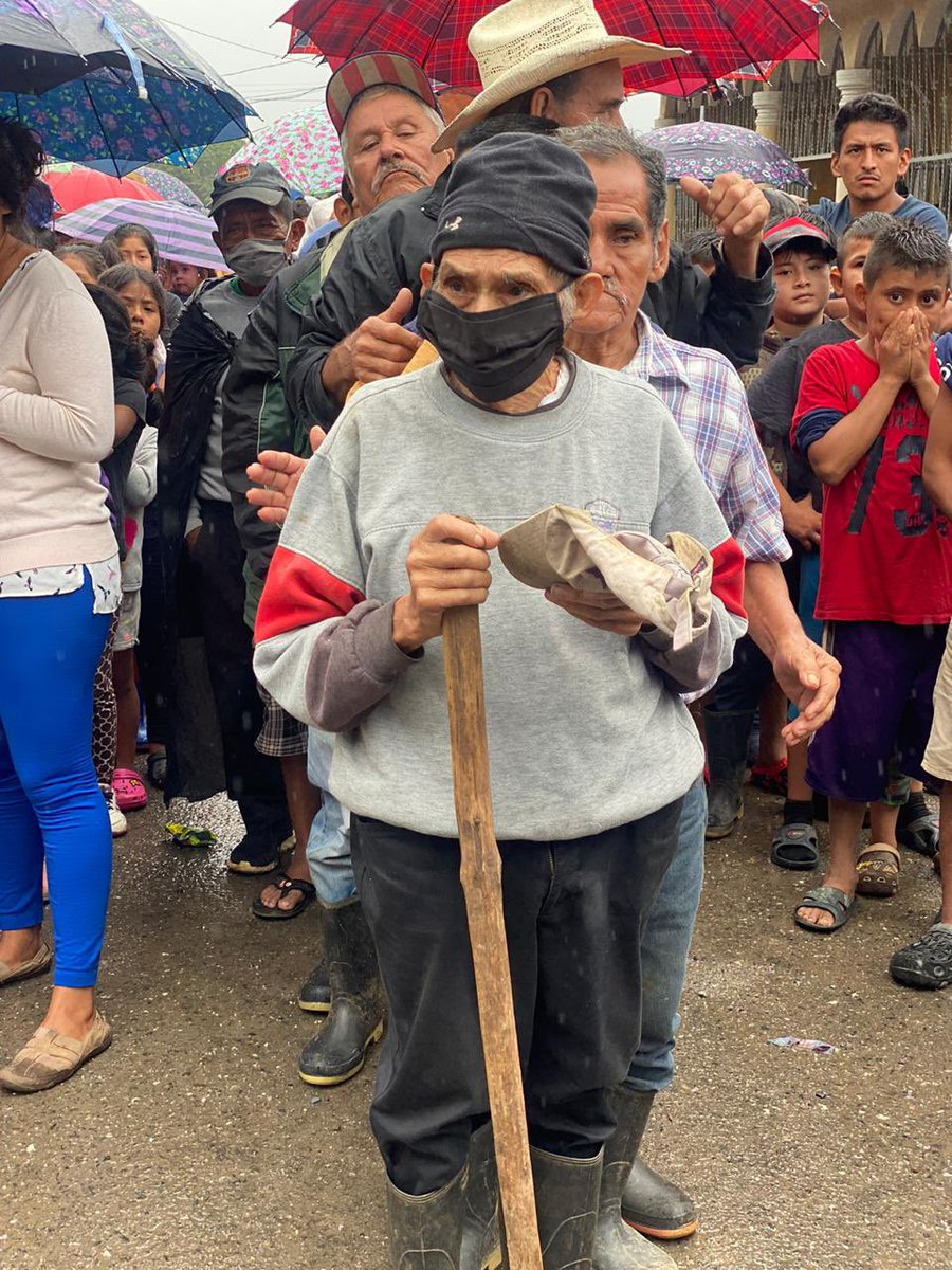 Families still recovering from Hurricanes Eta & Iota in Aldea Tenedores, Guatemala come to meet the WCK team each day to get fresh, comforting meals. Since the line can get long, we always make sure the elderly and children are served first! #ChefsForGuatemala