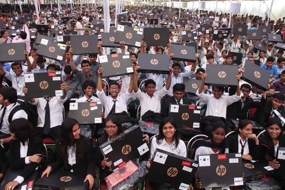 छात्रों के उज्जवल भविष्य के सफ़र में कदम-कदम पर साथी बने समाजवादी लैपटॉप आज भी काम आ रहे हैं।  #WorldComputerLiteracyDay