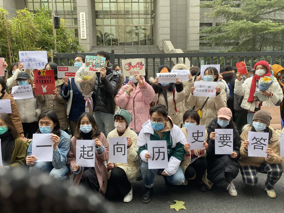 """Outside of Haidian People's Court, Beijing. """"We ask for an answer from history"""". https://t.co/VKtpRChkWK"""