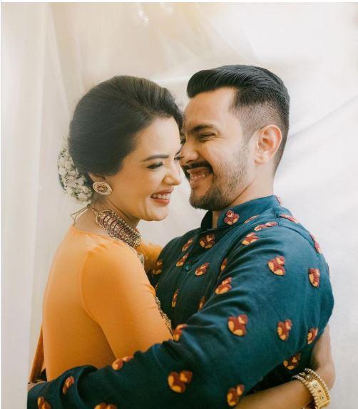 A sneak peek into #AdityaNarayan and #ShwetaAgarwal's #wedding!  #Threads