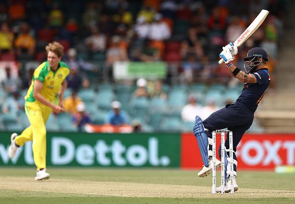 FIFTY! ODI half-century no. 60 for the Indian captain! Virat Kohli has taken 64 balls to get to his fifty today!  🇮🇳 133/4 (27.5 ov)  #AUSvIND