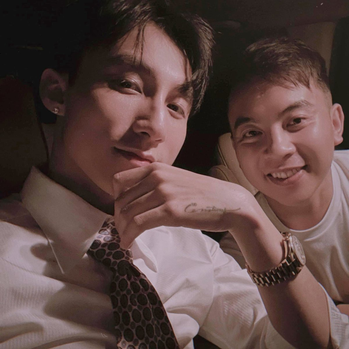 [02/12] Chairman Son Tung M-TP and his friend took a photo on the way home from restaurant 🥰 @sontungmtp777  #SonTungMTP #MTPEntertainment #Vpop #music #musician #rap #hiphop #ArtistOnTwitter #PhotoOfTheDay #PicOfTheDay #cool #handsome #cute #Instagram #instagood #travel #selfie https://t.co/i3CZkxqL8R