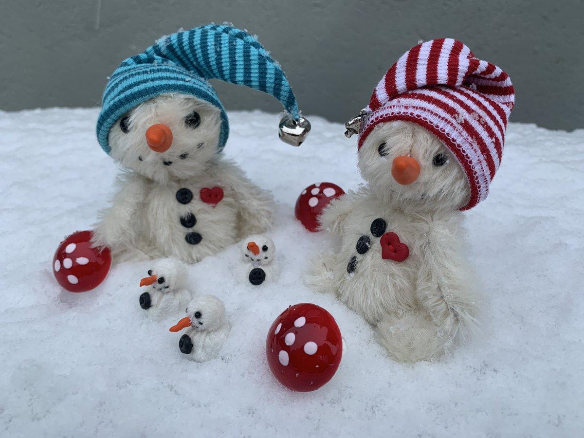 #baerino #bärino #baerino1811 #bärino1811 #baerinode #bear #teddybear #teddy #handmade #madewithlove #miniature #unikat #enjoy #snow #snowman #doyouwannabuildasnowman #winter #cold #itscoldoutside #xmas #kalt #eshatgeschneit #pic #photo #picoftheday #love #beautiful https://t.co/qTbccj0RxK