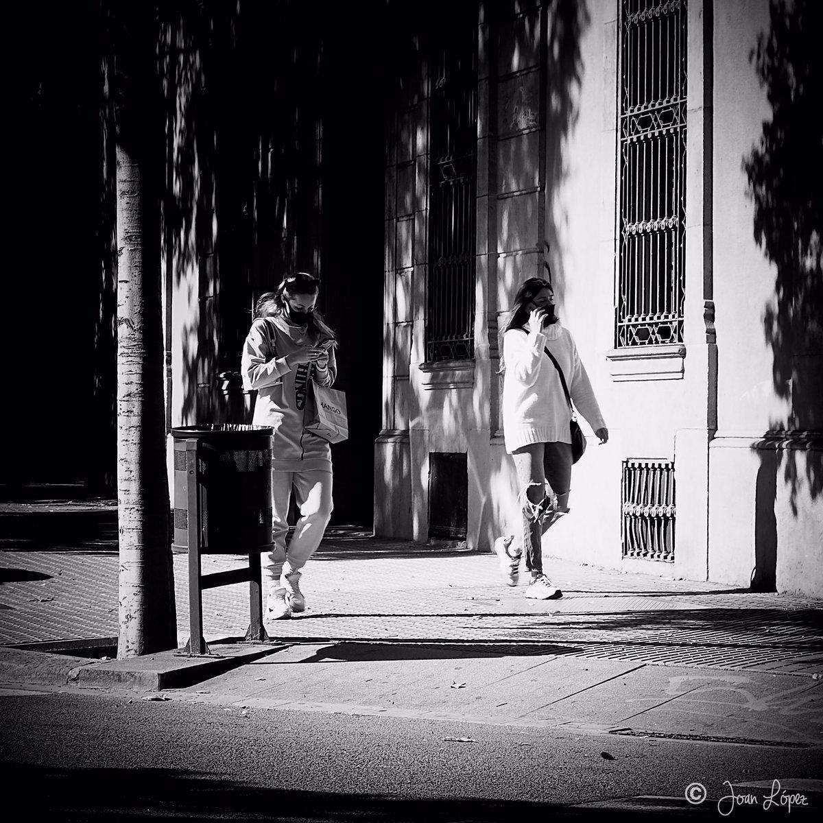 Mobile communication #barcelona #city #smartphone #street #streets #streetphotography #streetphotographer #urban #urbanphotography #socialphotography  #documentary #photooftheday #picoftheday #blackandwhite #blackandwhitephotography #photography #photographer #PhotographyIsArt https://t.co/zcamLSRQR5