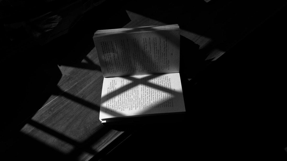 Harsh shadows , books and life . #blackandwhitephotography #monochrome #blackandwhite #abstracters_anonymous #streetphotography #books #harshshadows
