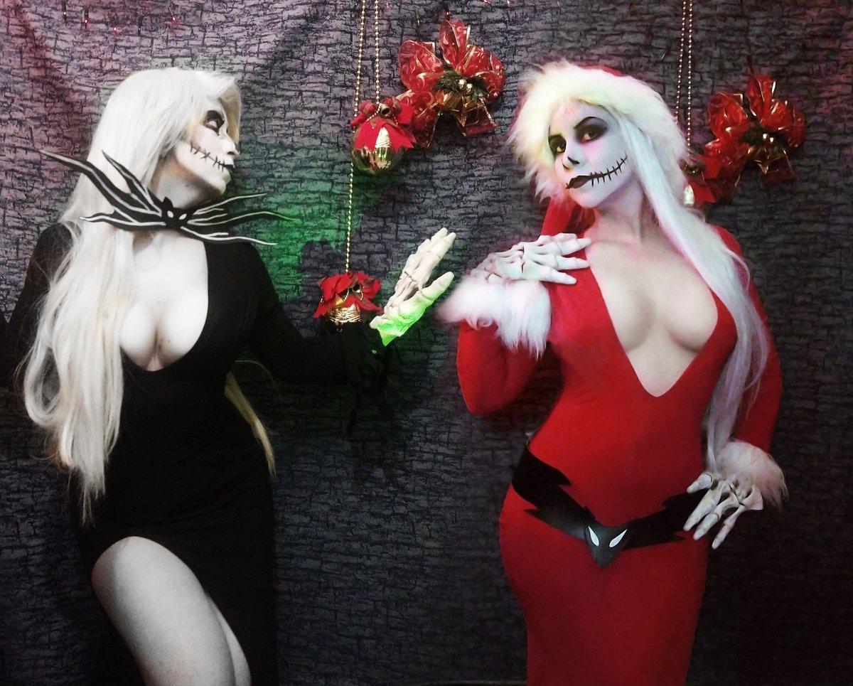 Quieres ver más sensuales???  Gemelas sensuales con set disponible en d3zq3nt0 x navidad!!! Foto de las más serias del set para no morir ignorada xD #Navidad #Halloween2020 #sensuality #Christmas #BlackFriday2020 https://t.co/K5eKXmhJSD
