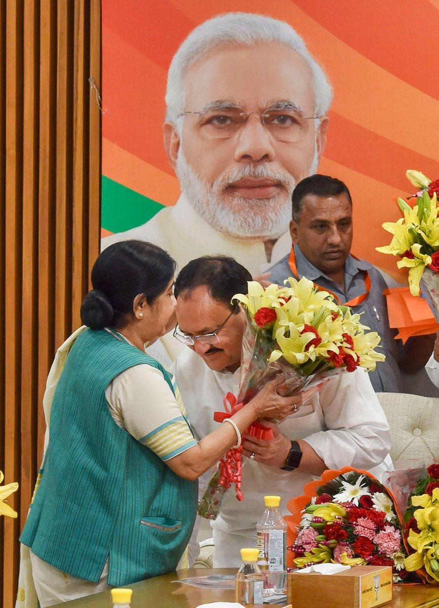 भारतीय जनता पार्टी के माननीय राष्ट्रीय अध्यक्ष श्री @JPNadda जी को जन्मदिन की हार्दिक शुभकामनाएं। आपके नेतृत्व एवं मार्गदर्शन में भाजपा सफलता की राह पर चल रही है। आप स्वस्थ और दीर्घायु रहें ईश्वर से यही कामना करती हूं। - @BansuriSwaraj  @SushmaSwaraj  @governorswaraj