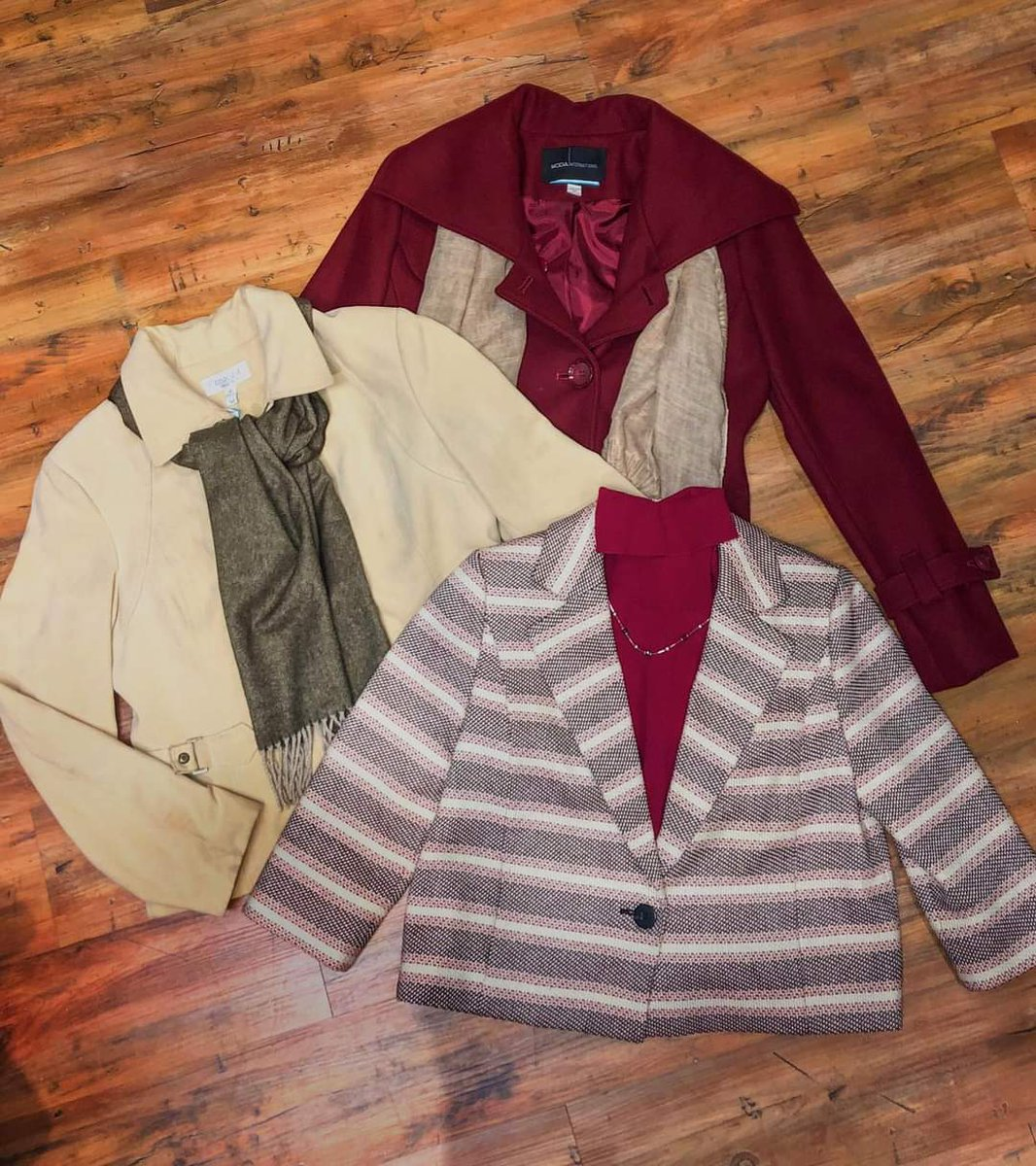 ‼️THIS WEEK ONLY‼️ All Santa's are 10% off Coats, blazers, & jackets are 15% off! Sale ends this Saturday, so hurry in!  We're open 10:00-5:00 Tuesday-Saturday!   Shop our online store at   #consignment #consignmentshopping #resale #womansapparel #shopsmall