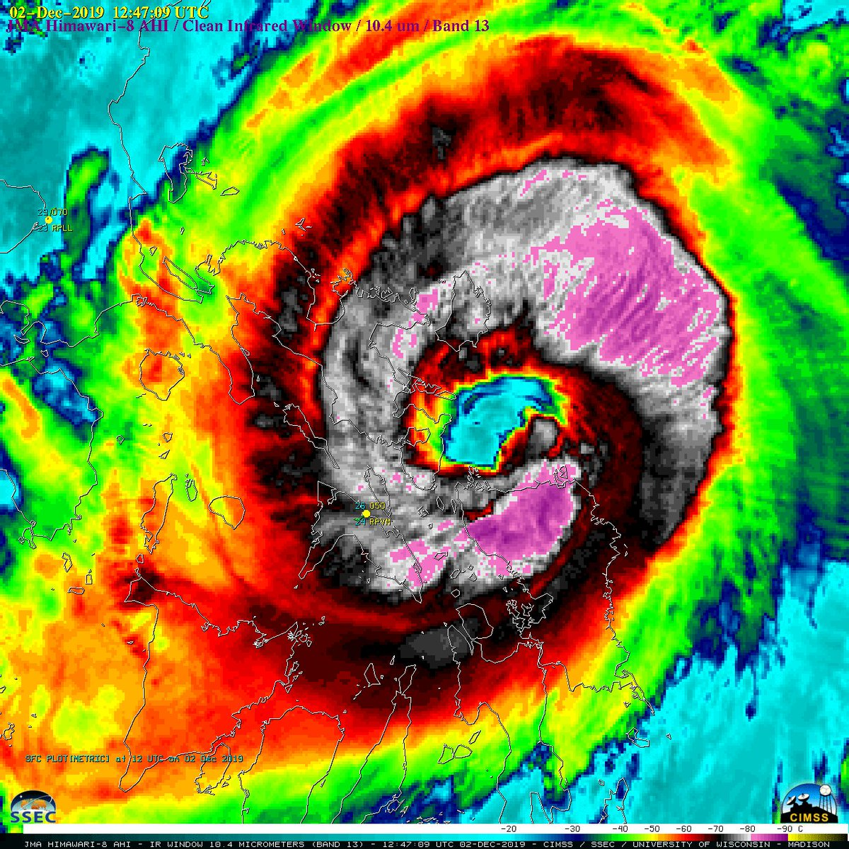#OTD last year myself and @EarthUncutTV were in the city of #Legazpi in the #Philippines as category 4 #Typhoon #Kammuri roared ashore in the early hours of the morning causing significant damage and extensive flooding on the #Bicol Peninsula 🌀 #TropicalCyclone #severeweather