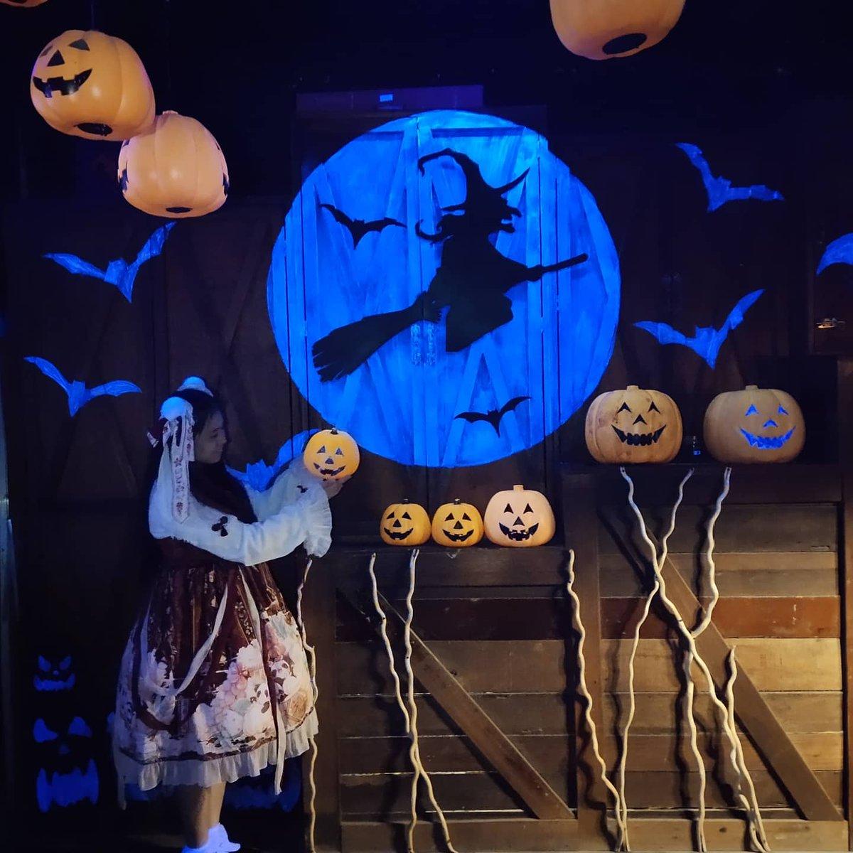 昨晚網絡太差一直上傳失敗...  萬聖節快樂!🎃🎃🎃 Happy Halloween!🎃🎃🎃  還是一樣節日當天要工作...😭 希望疫情趕快結束...然後健健康康和朋友們一起去玩...  丟回以前的照片...  #Halloween #Halloween2020 https://t.co/COBANM6FMH